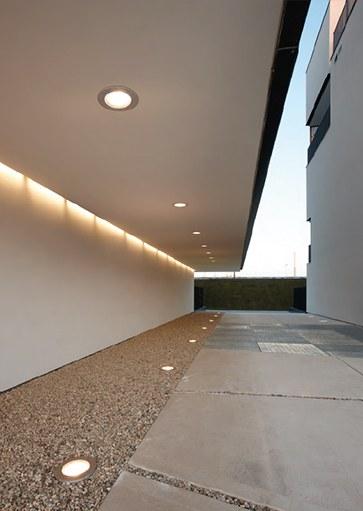 Artimide buitenverlichting, plafonniers en spots voor buiten. Projectverlichting voor bedrijven, kantoren, winkels, schepen, horeca, ontvangstruimtes, etc. Grote collectie projectverlichting bij Webo.