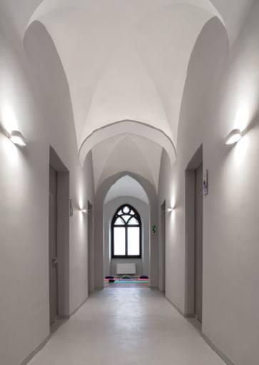 Artimide wandlampen voor thuis, op kantoor, in hotel, etc. Projectverlichting voor bedrijven, kantoren, winkels, schepen, horeca gelegenheden, vergaderzalen, ontvangstruimtes, praktijkruimtes en meer. Moderne lampen, klassiek verlichting, design lampen, exclusieve verlichtingsarmaturen, basis verlichting voor woonkamer, keuken, badkamer, slaapkamer en hal. Buitenverlichting etc. Bij Webo Verlichting in Beuningen bij Nijmegen, vindt u duizenden lampen. Alle smaken en stijlen zijn vertegenwoordigd. Webo vertegenwoordigt in Nederland meer dan 60 verlichtingsmerken, lampen merken en lampen ontwerpers. In de grootste verlichtingsshowroom van Nederland helpen verlichtingsexperts u graag. U kunt een klein gedeelte van onze lampen online kopen in onze verichtingswebshop. Bezoek onze verlichtingszaak.