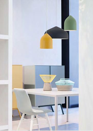 Moderne hanglampen in diverse kleuren en vormen van het merk Lumen Center. Webo Verlichting vertegenwoordigt het merk Lumen Center in Nederland. De lampen en verlichtingsarmaturen van Lumen Center zijn te zien in de verlichtingsshowroom van Webo in Beuningen bij Nijmegen en enkele zijn te koop in onze lampen online webshop.