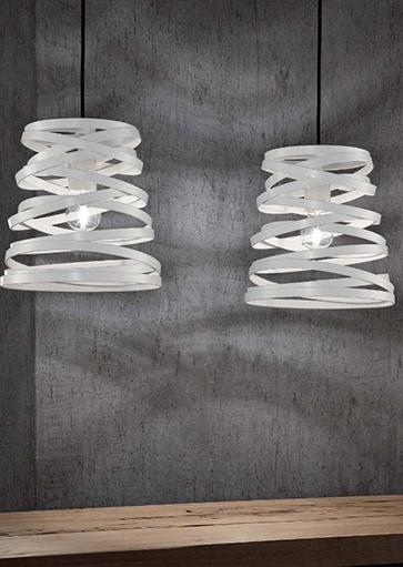 Moderne witte hanglampen merk Studio Italia. Ook verkrijgbaar in andere kleuren, zoals zwart en bruin. Design lampen online en in showroom Webo Verlichting Beuningen bij Nijmegen. De grootste verlichtingsshowroom van Nederland. Webo Verlichting vertegenwoordigt de lampen en verlichtingsarmaturen van Studio Italia in Nederland.