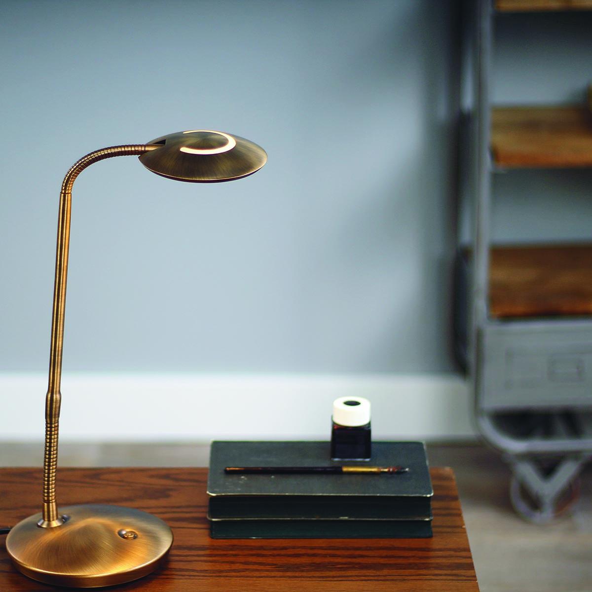 Klassieke bureaulamp, klassieke leeslamp van Steinhauer, bij Webo Verlichting in Beuningen bij Nijmegen.