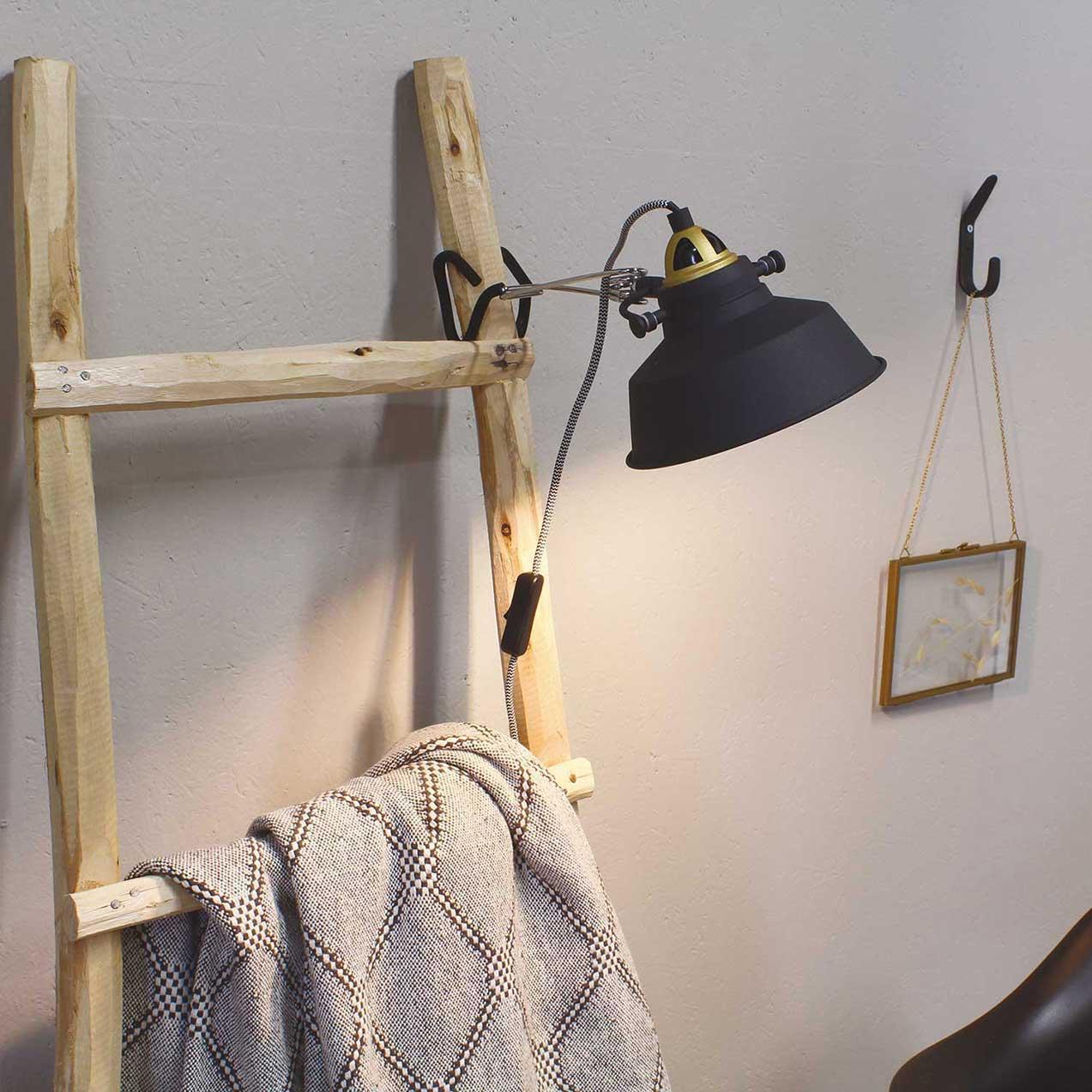 Leuke klemlamp, wandlamp. Bureaulamp, leeslamp, zwart goud, van Steinhauer, bij Webo Verlichting in Beuningen bij Nijmegen.