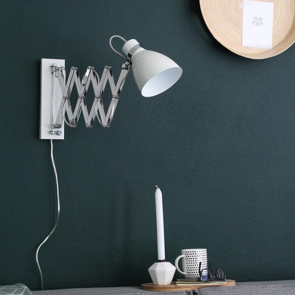 Treklamp voor aan de muur. Bureaulamp, leeslamp van Steinhauer, bij Webo Verlichting in Beuningen bij Nijmegen.