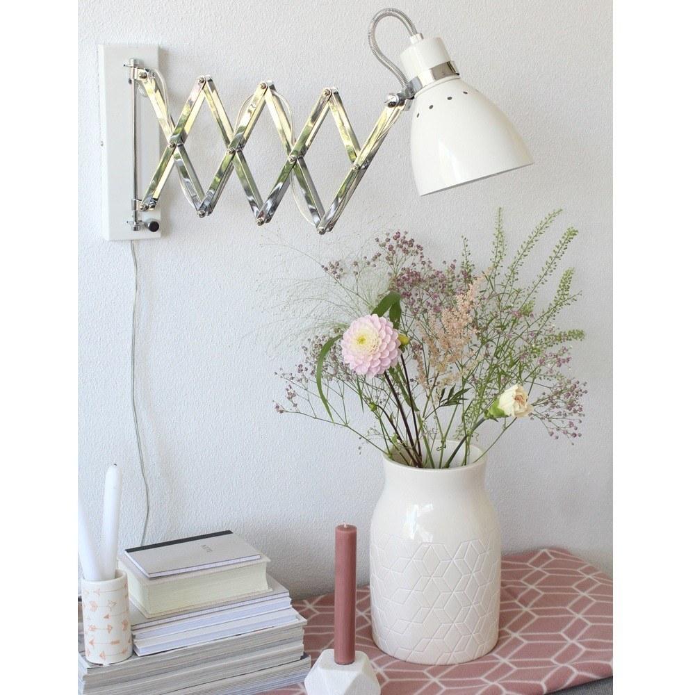 Treklamp voor aan de wand, aan de muur. Leeslamp, bureaulamp van Steinhauer.
