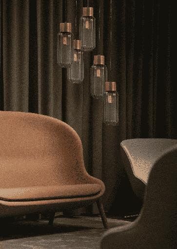 Stijlvolle hanglamp met glazenbollen voor warme led verlichting. Glazen op verschillende hoogtes. Projectverlichting. Exclusieve design projectverlichting van Masterlight. Masterlight verlichting vindt u bij Webo Verlichting in Nijmegen bij Beuningen. Dealer van alle Masterlight lampen. Koop online of bezoek de grootste verlichtingsshowroom van Nederland voor lampen inspiratie, verlichtingsadvies of een lichtplan.