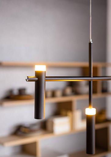 05-HL4242-30. Moderne design hanglamp voor boven eettafel. LED, mat zwart. Modern design, vijf lichtpunten. 05-HL4242-30. ETH, Expo Trading Holland, Webo Verlichting Showroom lampen online, lampen inspiratie Beuningen bij Nijmegen.